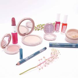 Pour vous et votre peau sensible qui êtes à la recherche d'un maquillage respecteux de votre peau et de l'environnement, voici la solution.⠀ Natorigin est une gamme maquillage naturel à plus de 98%, à la composition clean, formulée pour les peaux les plus sensibles et intolérantes.⠀ ⠀ Souhaitez-vous en savoir plus? ⠀ ⠀ #natorigin #maquillagenaturel #peausensible #hautetolérance #cleanbeauty #cleanmakeup⠀