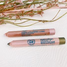 Aujourd'hui nous vous présentons le dernier né NATORIGIN, l'Ombre à paupières Jumbo.⠀⠀⠀⠀⠀⠀⠀⠀⠀ Voici tous les petits secrets de ce crayon :⠀⠀⠀⠀⠀⠀⠀⠀⠀ 🌿 Sa texture est crémeuse et facile d'application⠀⠀⠀⠀⠀⠀⠀⠀⠀ 🌿 Il s'applique aussi bien en ombre à paupières qu'en liner⠀⠀⠀⠀⠀⠀⠀⠀⠀ 🌿 Il est composé à 99,4% d'ingrédients d'origine naturelle⠀⠀⠀⠀⠀⠀⠀⠀⠀ 🌿 Il se décline en 6 teintes⠀⠀⠀⠀⠀⠀⠀⠀⠀ ⠀⠀⠀⠀⠀⠀⠀⠀⠀ Et vous, êtes-vous plutôt ombre à paupières crayon ou poudre? ⠀⠀⠀⠀⠀⠀⠀⠀⠀ ⠀⠀⠀⠀⠀⠀⠀⠀⠀ #natorigin #cosmétiquenaturelle #cleanbeauty #soinnaturel #maquillagenaturel #greenmakeup #hautetolerance #yeuxsensibles  #peausensible #ombreapaupieres #yeuxnaturels