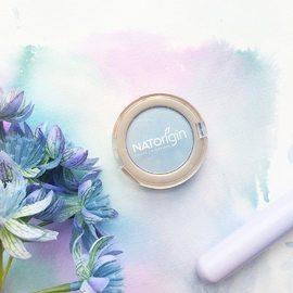 Et si vous tentiez le  Bleu Clair pour mettre en valeur vos yeux?⠀ Ce fard à paupières et sa teinte pastelle irisée s'accordent à la perfection avec les yeux bleus.⠀ Et vous quelles teintes mariez-vous à vos yeux?⠀ ⠀ Merci @naturallydiddymavs pour la photo.⠀ ⠀ #natorigin #fardapaupieres #naturalbeauty #greenbeauty #beauty #makeup ##blueeyeshadow #cleanbeauty #cleanmakeup #naturalmakeup #veganbeauty #veganmakeup #crueltyfree