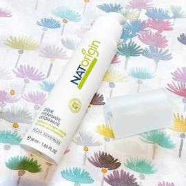 Un teint lumineux passe en premier par une peau bien hydratée.⠀⠀⠀⠀⠀⠀⠀⠀⠀ La Crème hydratante détoxifiante hydrate votre peau et la protège contre les effets néfastes du soleil, de la pollution et autres toxines responsables du teint terne et d'un relâchement prématuré de votre peau. ⠀⠀⠀⠀⠀⠀⠀⠀⠀ N'attendez plus et offrez à votre peau une cure détox. ⠀⠀⠀⠀⠀⠀⠀⠀⠀ ⠀⠀⠀⠀⠀⠀⠀⠀⠀ #natorigin #cosmétiquenaturelle #cleanbeauty #soinnaturel #maquillagenaturel #greenmakeup #hautetolerance #yeuxsensibles #peausensible